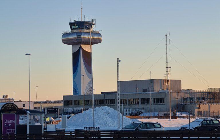 Avinor og regjeringen får instruks om å berge kontrollsentralen på Sola